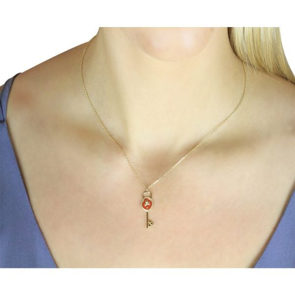 Aria 18ct Gold Pendant Necklace Around A Models Neck